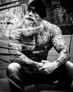 "Gefällt 6,481 Mal, 46 Kommentare - Beardporn for men and women  (@beardsaresexy) auf Instagram: ""Black and white. Model: @juan_rekers"""