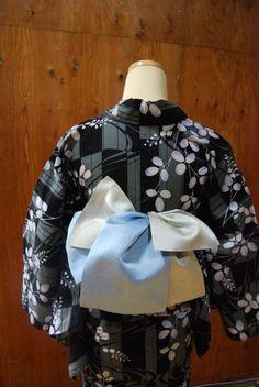 Copyright © Fieland Inc, All rights reserved. / Site designed by MT-Design. Japanese Outfits, Japanese Fashion, Mt Design, Modern Kimono, Kimono Fabric, Yukata, Japanese Kimono, Hanfu, Ao Dai