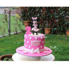 #birthdaycake #butikpasta #kişiyeözelpasta #şekerhamurlupasta #fondantcake #cakeart #instacake #cakestagram #sugarcake #fondantart #şekerhamuru #cakedesign #fondant #edibleart #cakedecoration #ideiasdebolosdocesedelicias #decoratedcake #pembe #pink #pinklover #cakeoftheday #doğumgünüpastası #doğumgünü #minniemouse #reposteria #disney #disneyworld #ataşehir #disneyland