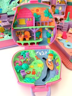 Polly Pocket Jungle Adventure 90s Toys, Retro Toys, Vintage Toys, 90s Childhood, Childhood Memories, Polly Pocket World, Poly Pocket, Anime Crying, Vintage Board Games