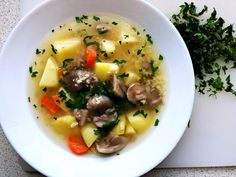Fresh Mushroom Barley Soup is a great seasonal idea for chilling Autumn.The add of barley makes the soup more filing and comforting. Calories In Vegetables, Raw Vegetables, Healthy Soup Recipes, Gourmet Recipes, Clear Vegetable Soup, Tripe Soup, Beet Borscht, Sorrel Soup, Polish Soup