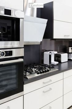 Kitchens are the heart of most homes for many reasons. You spend a lot of time there with your family prepping meals, eating, talking and more. For that reason alone, you may want to keep your design more minimalistic. One option is to use our Acrylic Matte White cabinet doors with their clean and streamlined look.