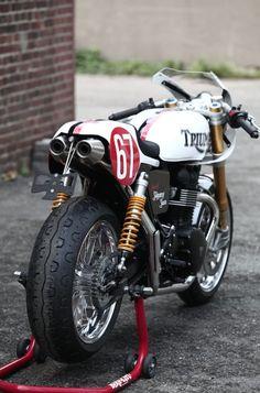Construite à partir d'une Triumph Trident à moteur trois cylindres de 750 cm3, Slippery Sam a gagné le TT de l'Ile de Man à cinq…