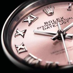 #BaselWorld2017 #Rolex Modelo clássico e feminino da Rolex, o Lady-Datejust 28 mm mantém a nobre linhagem do Datejust, verdadeiro símbolo da Rolex que impôs seu estilo e performances relojoeiros desde que foi lançado, em 1945. #danglar #danglarluxurystore #rolex #rolexoficial #baselworld2017 #basel #new #flamboyant #flamboyantshopping #goiania