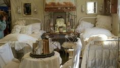 Gorgeous, love the beds (pinned from Raised In Cotton on fb)