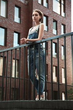 Overalls Fashion, Overalls Women, Denim Fashion, Womens Fashion, Dungarees, Suspenders, Cheerleading, Jumpers, Jeans