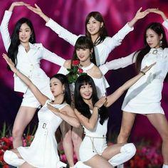 Pink Panda, Cube Entertainment, Cute Asian Girls, Kpop Girls, Red Velvet, Wonder Woman, Superhero, Toddler Girls, Magical Girl