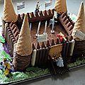 Mon fils est dans sa période chevalier. J'ai donc, pour son anniversaire, voulu lui faire une surprise ; un gâteau château. Je n'aime pas...