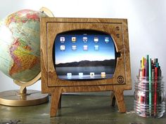 iPad Retro Wooden TV Frame - The Clothes Maiden