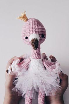 Irresistible Crochet a Doll Ideas. Radiant Crochet a Doll Ideas. Crochet Flamingo, Crochet Birds, Flamingo Pattern, Cute Crochet, Crochet Dolls, Crochet Animals, Crochet Flowers, Crochet Pouch, Flamingo Bird