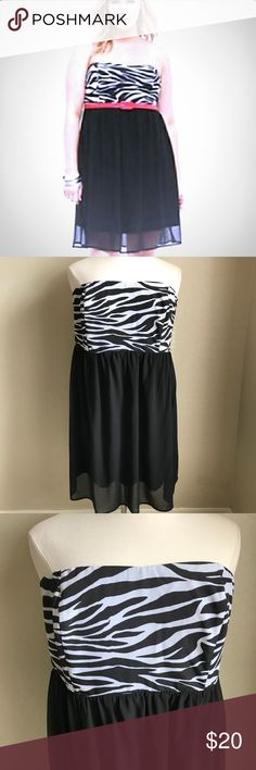 TORRID STRAPLESS ZEBRA DRESS 3X MINI PLUS SIZE This flowy zebra dress is perfect for Easter or all through spring! Stretchy top so it fits like a charm! Relaxed fit and free flowing, super comfy and easy to wear. Size 3X has belt loops to add a cute belt! torrid Dresses Strapless