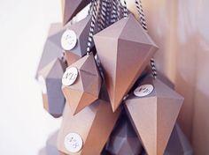 DIY-Anleitung: Adventskalender aus Papierdiamanten basteln - paper diamonds/gems free printable