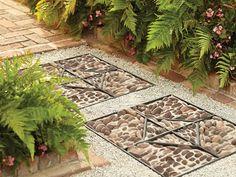 Каменная мозаика на садовой дорожке