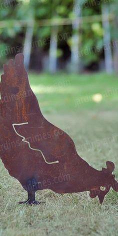 Silhouette déco de jardin en métal rouillé : poule qui picore