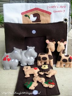 Noah's Ark with Animals {Free Pattern}    adorable