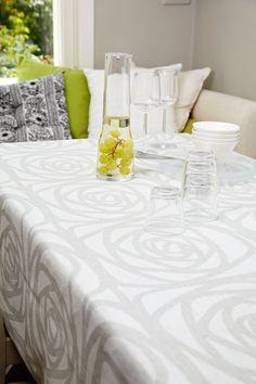 Greta linen tablecloth I Greta-pellavapöytäliina - would work also with a tea service