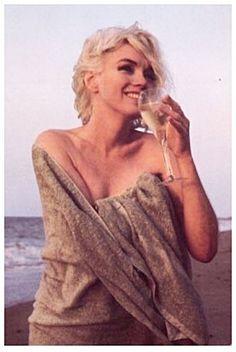 Preferisco vedere sempre il bicchiere mezzo pieno..... soprattutto se lo è di Prosecco Varaschin..... Cit. Angela Varaschin