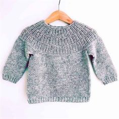 Yarn: Highland wool from www.dk (yardage approximately Baby Sweater Patterns, Baby Knitting Patterns, Baby Patterns, Girls Sweaters, Baby Sweaters, Knitted Baby Cardigan, Knitting For Kids, Pulls, Kids Outfits