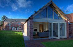 Was als eine Scheune und ein Kuhstall begann, ist heute ein wunderschönes, modernes Haus in Alrewas, Großbritannien: https://www.homify.de/ideenbuecher/25436/vorher-nachher-die-spektakulaere-verwandlung-einer-alten-scheune