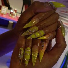 Acrylic Nail Art For More Beautiful Nails Ongles Bling Bling, Bling Nails, Stiletto Nails, Perfect Nails, Gorgeous Nails, Pretty Nails, Acrylic Nails Natural, Long Acrylic Nails, Nail Swag