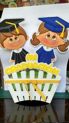 Mi graduación Graduation Crafts, Kindergarten Graduation, Graduation Decorations, School Decorations, Cute Crafts, Diy And Crafts, Crafts For Kids, Foam Crafts, Preschool Crafts