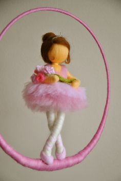 Niños Waldorf móvil inspirada aguja de fieltro muñeca: bailarina con flores