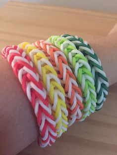 Rainbow Loom Colorful Fishtail Simple Bracelet (Proceeds donated to the International Child Art Foundation) Fishtail Loom Bracelet, Loom Band Bracelets, Kandi Bracelets, Rubber Band Bracelet, Simple Bracelets, Friendship Bracelets, Rainbow Loom Easy, Rainbow Loom Bands, Rainbow Loom Bracelets