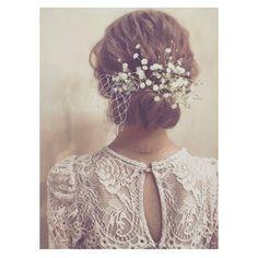 花嫁ヘアの決め手は小物!リボンやお花などの可愛すぎる髪飾りまとめ | marry[マリー]