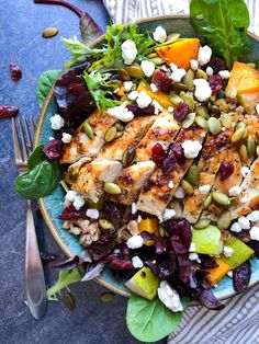 Chicken butternut pear & goat cheese salad - no excuses nutrition goat cheese Salade Healthy, Healthy Salads, Healthy Eating, Healthy Recipes, Clean Eating Salads, Pear Recipes, Healthy Food, Dinner Recipes, Summer Salads