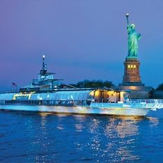 A sister ship of the Bateaux in London and Paris, the Gourmet Dinner Cruise on theBateaux New York offers fine food, sophisticated music and unparalleled views of the world's most magnificent skyline!