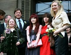 SEAN BEAN WITH HIS THREE DAUGHTERS AND BEAUTIFUL WIFE