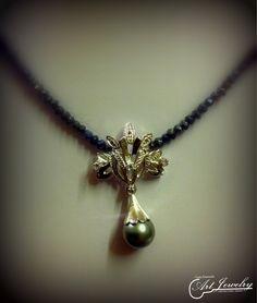Rielaborazione di un gioiello. #jewels #blackpearl #tahitianpearl #artjewelry  https://www.instagram.com/costaemanuele_artjewelry/ https://www.facebook.com/gioiellicosta/ Photo editing: Noemi Barolo