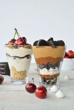 We keep thinking about fresh, easy, fast, cute and original desserts to surprise our guests. That is why we share two very different alternatives of icy cups. Dessert Cups, Dessert Table, A Table, Milk Shakes, Milkshake Recipes, Smoothie Recipes, Delicious Desserts, Yummy Food, Healthy Food
