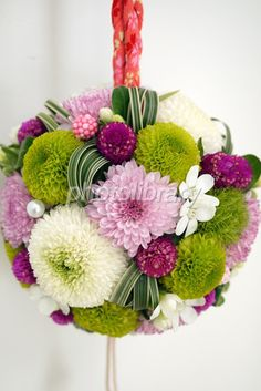 ピンポンマムのボールブーケ Wedding Flower Arrangements, Floral Arrangements, Wedding Bouquets, Deco Floral, Floral Design, Coffee Table Flowers, Floral Wedding, Wedding Flowers, Small Bouquet