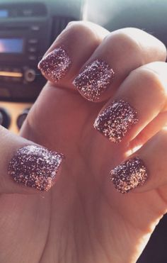 Rose gold glitter, but only on one nail beauty- nails ногти Pink Sparkle Nails, Rose Gold Nails, Pink Nails, Love Nails, How To Do Nails, Pretty Nails, My Nails, French Nails, Gold Acrylic Nails