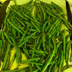 Garlic green beans: 1 lb green beans, 2 tablespoons extra virgin olive oil, 3 cloves garlic, salt and pepper to taste. Place in oven at 400 degrees for 20 minutes :)
