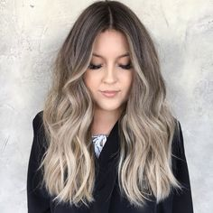What& your favorite? High contrast ombré or lighter blended sombre ✨ Beige Blonde Balayage, Beige Blonde Hair, Blonde Hair Looks, Balayage Hair Blonde, Blond Ash, Color Rubio, Pretty Hair Color, Hair Brained, Pretty Hairstyles