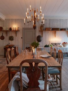 Welcome to a new episode of Billgren Wood this week . Swedish Cottage, Swedish Decor, Cottage Chic, Swedish Interiors, Cottage Interiors, Küchen Design, House Design, Scandinavian Cabin, Dining Area
