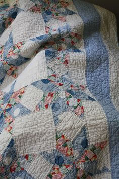 antique quilt in blues. This quilt reminds me of my grandmother tucking me in bed. Quilts Vintage, Old Quilts, Star Quilts, Antique Quilts, Scrappy Quilts, Baby Quilts, Art Antique, Vintage Quilts Patterns, Chic Antique
