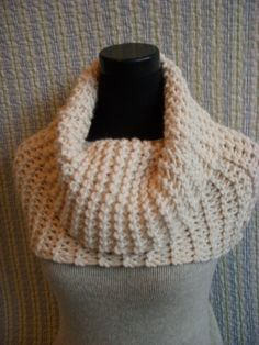 Ivory Knit Cowl :  Like the look over the shoulders but would it stay that way when worn?