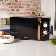 Designed by Tower, this 20 litre digital microwave features a high-quality glass turntable for even heat distribution and offers defrost functions for added convenience. Black Kitchens, Home Kitchens, Rose Gold Kitchen Appliances, Rose Gold Kitchen Accessories, Black And Copper Kitchen, Microwave Oven, Kitchen Appliance Storage, Breakfast In Bed, Kitchen Organization