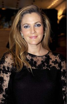 Drew Barrymore // looking gorgeous here, Drew! Love the dress n lovely makeup on her.