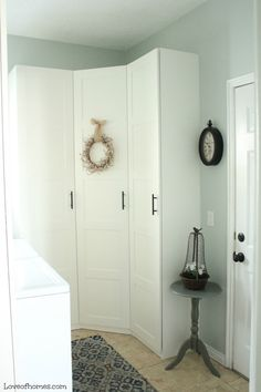 Create More Space in Your Homes With Ikea Pax Closet Ikea Utility Room, Ikea Mud Room, Mudroom Laundry Room, Laundry Room Design, Ikea Pax Corner Wardrobe, Ikea Pax Closet, Closet Bedroom, Ikea Corner Cabinet, Laundry Room Cabinets