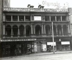 Port Phillip Club Hotel, 232 Flinders Street. Originally a 26-room house built in 1838, it was rented by the Port Phillip Club as an alternative to the Melbourne Club. Later, it was a boarding house for young women and in 1850 it became the Port Phillip Club Hotel. The hotel was demolished in 1960 and replaced with the Port Phillip arcade.