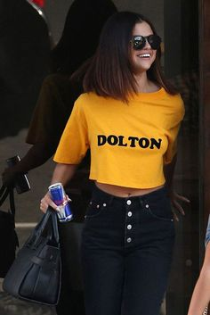 Selena Gomes is known for her brutality and beauty. Now you'll discover how Selena Selena Gomez Fashion, Selena Gomez Outfits, Selena Gomez Short Hair, Style Selena Gomez, Selena Gomez 2019, Selena Gomez Fotos, Selena Gomez Hairstyles, Selena Gomez Haircut, Short Hairstyles For Women