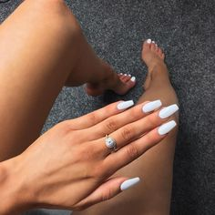 Acrylic Toes, White Acrylic Nails, Best Acrylic Nails, Acrylic Nail Designs, Nail Art Designs, White Oval Nails, Acrylics, Matte White Nails, Pastel Nails