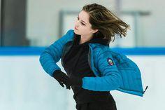 Academy of Champions by Ilinykh-Lipnitskaya Yulia Lipnitskaya, Medvedeva, Ice Skaters, Sports Figures, Rhythmic Gymnastics, Cultura Pop, Figure Skating, Master Class, Canada Goose Jackets