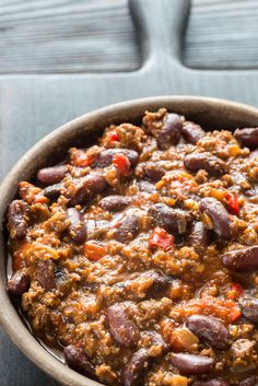 Today I want to tell you how to make a mega cheap and really quick Chilli Con Carne. This is one of m favourite meals. We serve this up at least once per week but usually change what we serve it wi… Aldi Recipes, Mince Recipes, Chilli Recipes, Low Calorie Recipes, Beef Recipes, Cooking Recipes, Healthy Recipes, Beef Meals, Healthy Meals