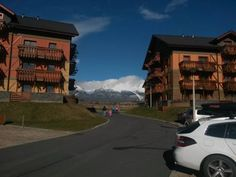 Studio Ve?k� Lomnica G Ve?k� Lomnica Studio Ve?k? Lomnica G is situated in the Tatragolf Resort in Ve?k? Lomnica, a village offering views of High Tatras Mountains.