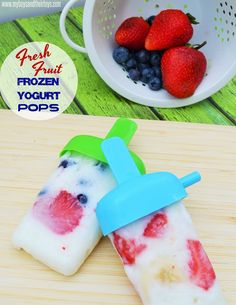 Have it for breakfast, snack time, or dessert! These fresh fruit frozen yogurt pops will be a huge hit anytime of day. Thinly slice fresh fruit and set aside.